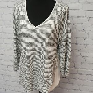 White House black market V Neck Top Size L